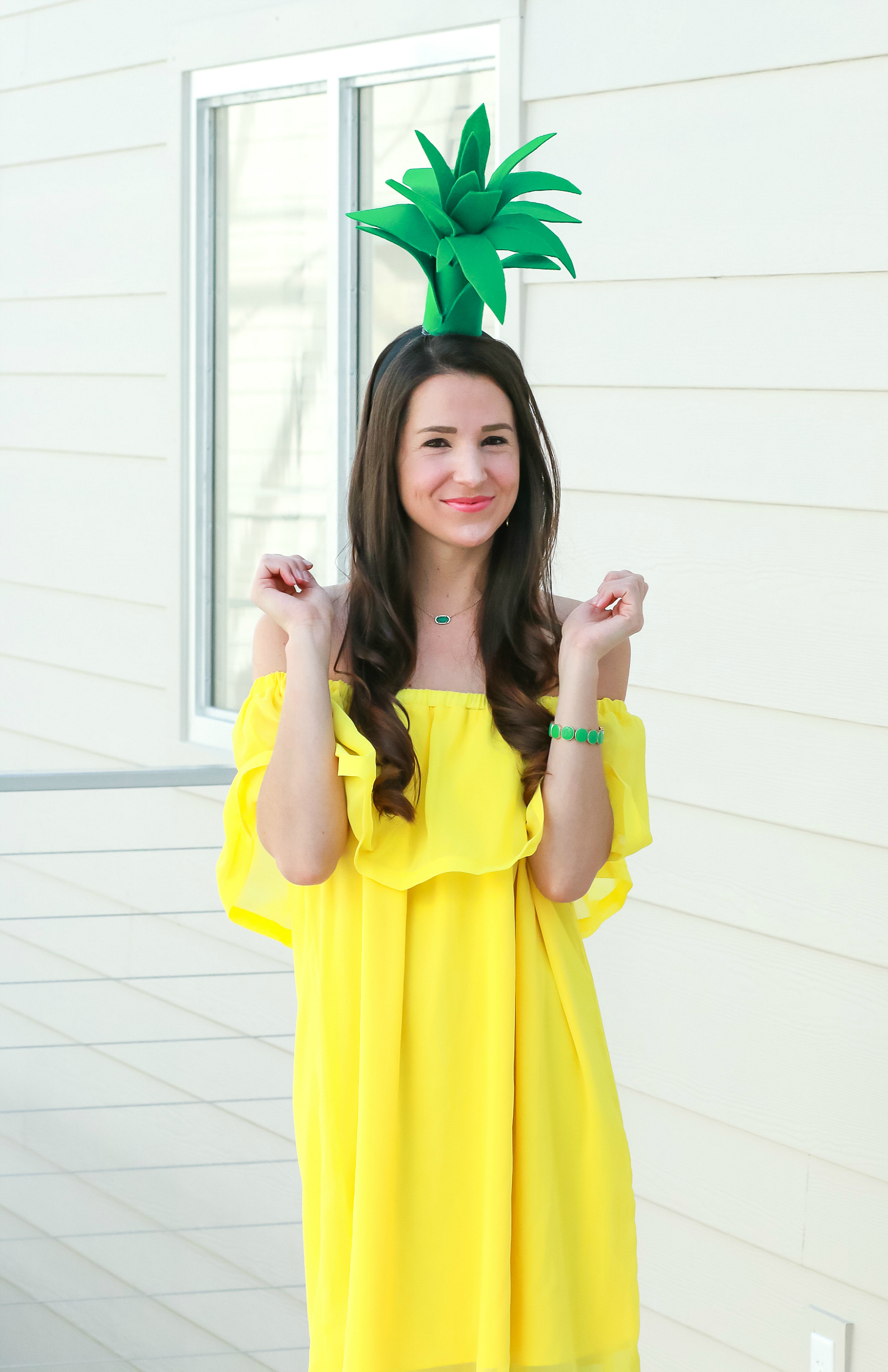 Super simple $3 pineapple Halloween costume idea | Easy DIY Halloween costume | DIY Pineapple Topper | DIY Pineapple Costume by fashion blogger Stephanie Ziajka from Diary of a Debutante
