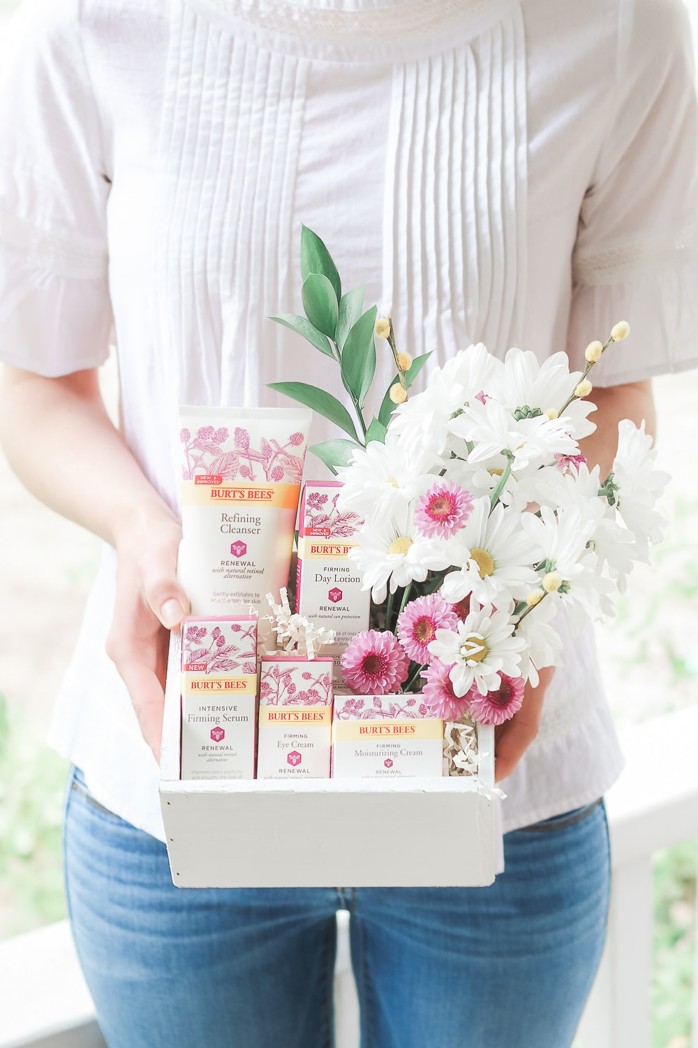 Beauty blogger Stephanie Ziajka shares a DIY flower gift box tutorial using her favorite products from the Burt's Bees Renewal skincare line and affordable mothers day flowers on Diary of a Debutante