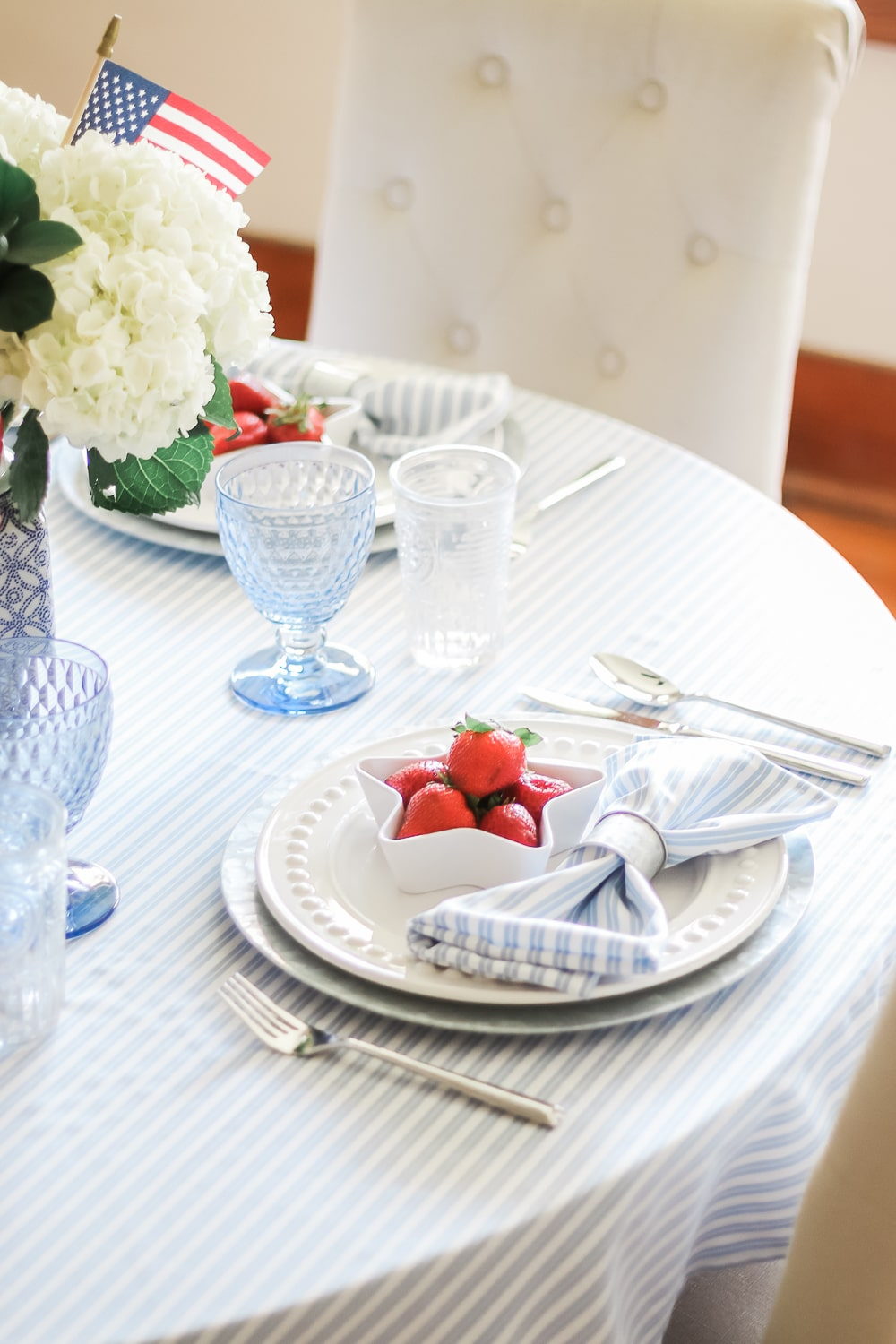 4th of July table decor idea by blogger Stephanie Ziajka on Diary of a Debutante