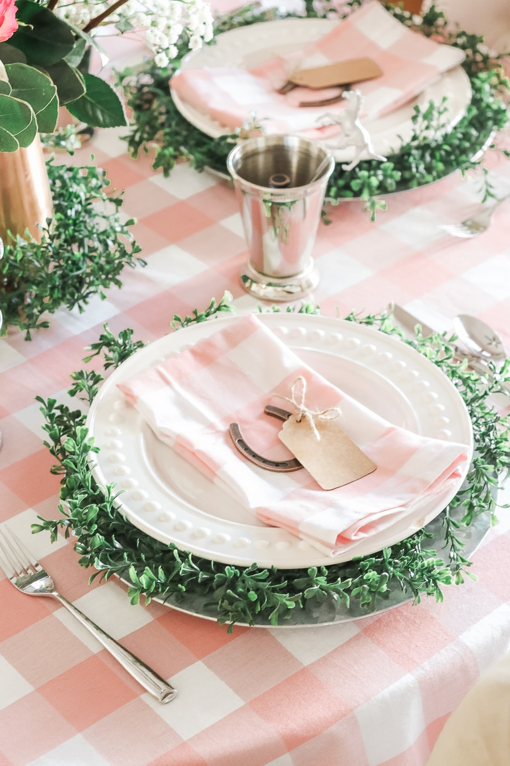 Kentucky Derby table settings designed by entertaining blogger Stephanie Ziajka on Diary of a Debutante