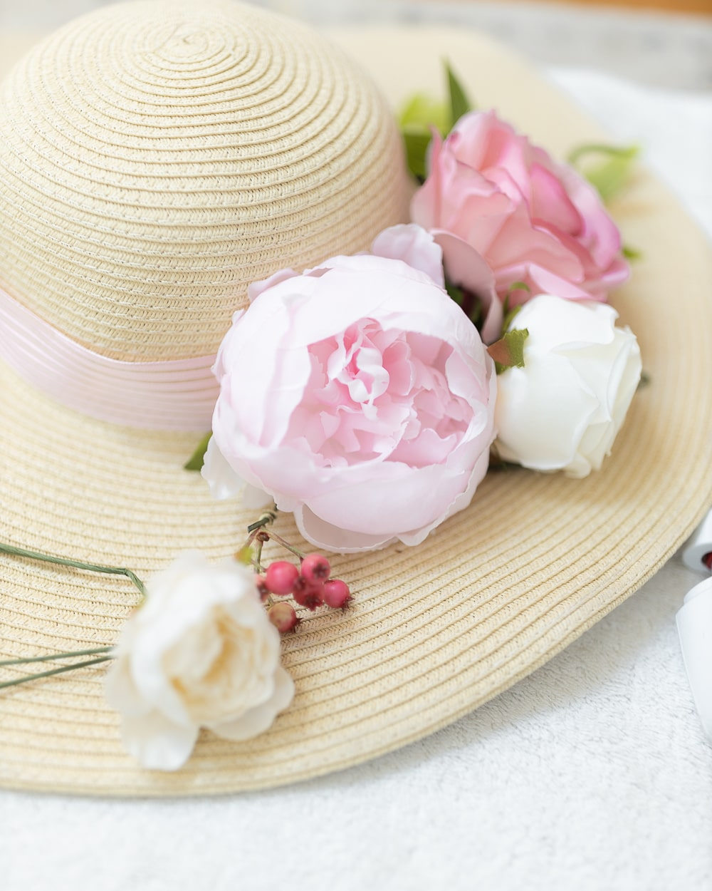 Blogger Stephanie Ziajka shows how to make a Kentucky Derby hat on Diary of a Debutante