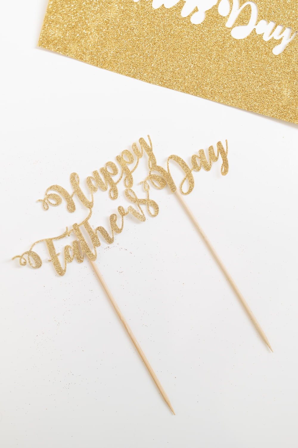 Father's Day glitter cake topper DIY tutorial by blogger Stephanie Ziajka on Diary of a Debutante