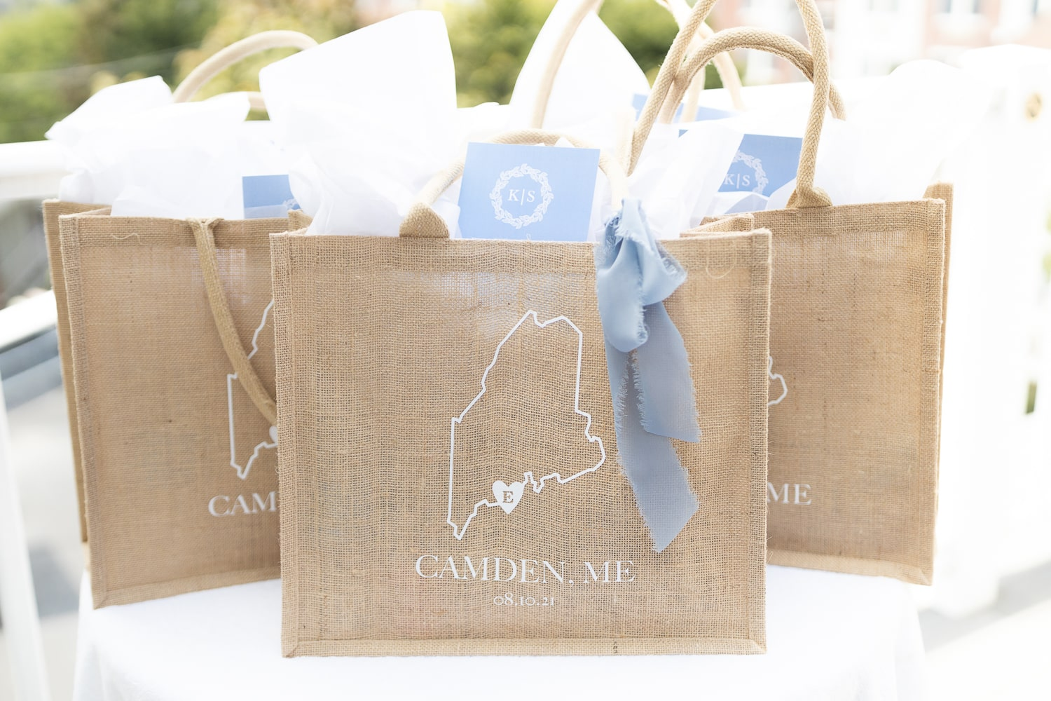DIY welcome bags for wedding guests created by DIY blogger Stephanie Ziajka on Diary of a Debutante