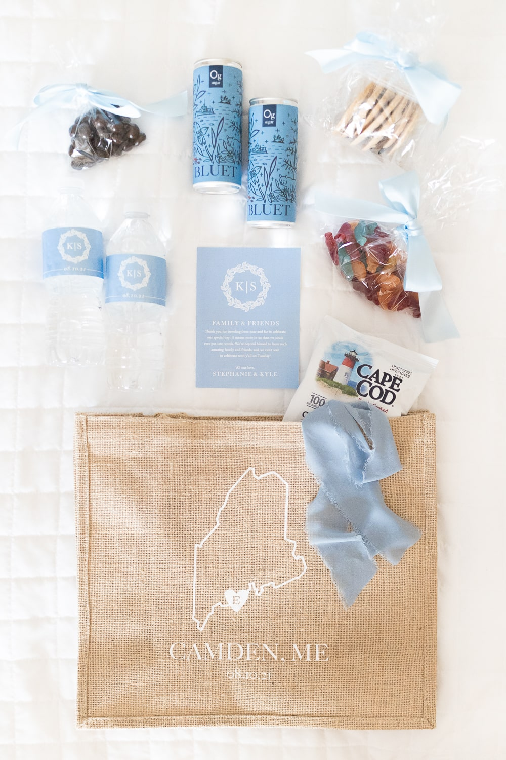 DIY welcome bags for destination wedding created by DIY blogger Stephanie Ziajka on Diary of a Debutante