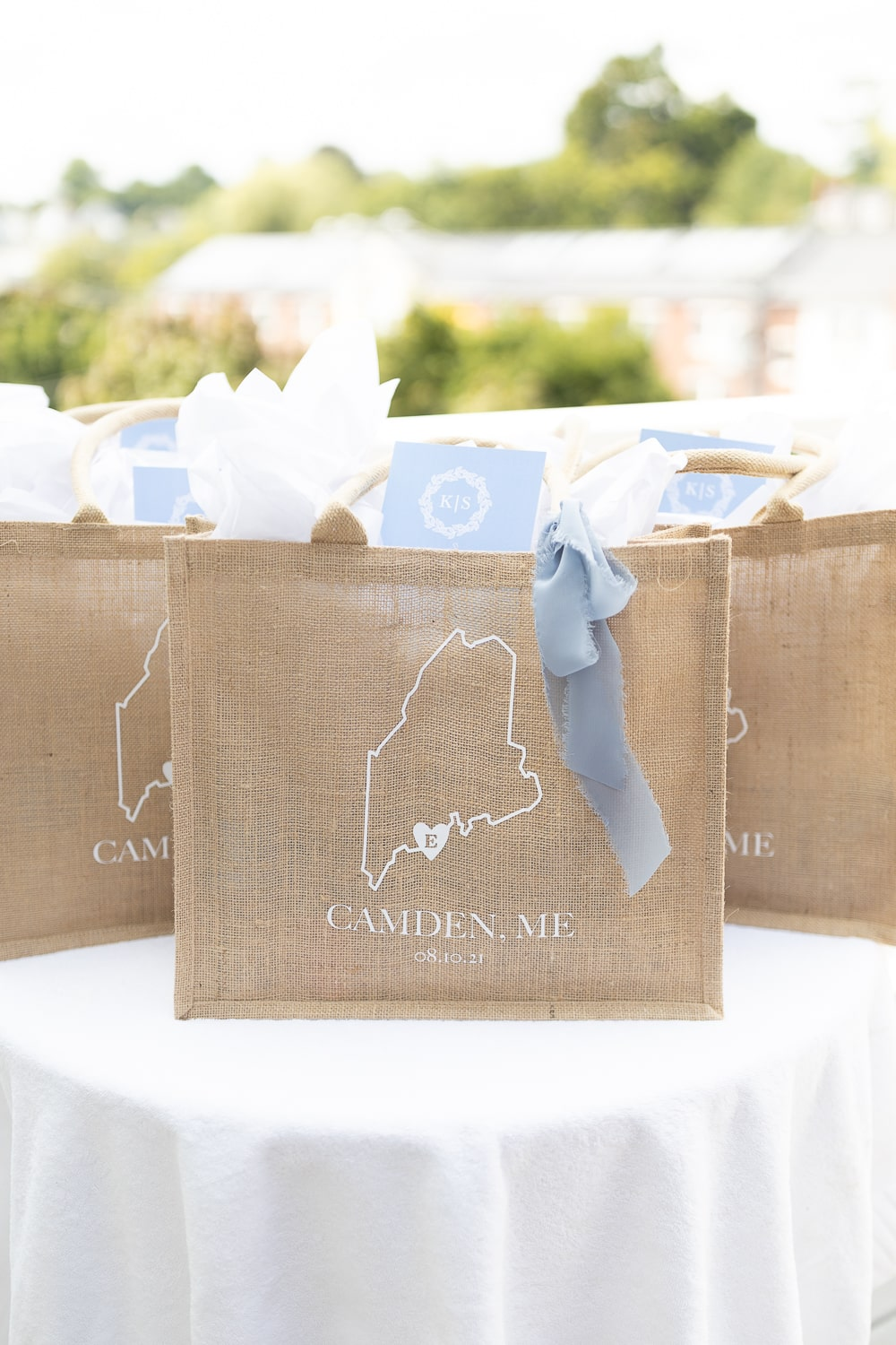 DIY burlap bags for wedding guests created by DIY blogger Stephanie Ziajka on Diary of a Debutante
