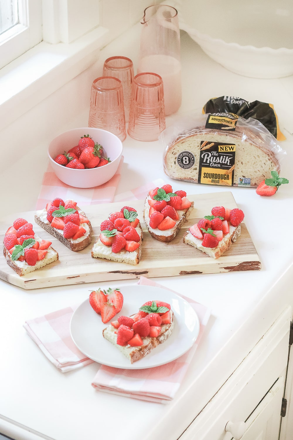Blogger Stephanie Ziajka shares one of her favorite toast recipes for breakfast on Diary of a Debutante